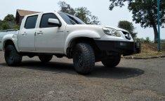 Jual mobil Mazda BT-50 2.5 Middle 2012 harga murah di Jawa Barat