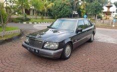 Jual mobil Mercedes-Benz E-Class E 320 1990 murah di DIY Yogyakarta