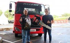 Astra UD Trucks Serahkan Truk Kuzer RKE 150 WB 3350 HD  ke PT Jasa Berdikari Logistics