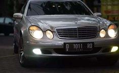 Jual mobil bekas murah Mercedes-Benz E-Class 260 2003 di Jawa Barat