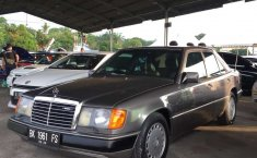Jual mobil bekas murah Mercedes-Benz E-Class E 230 1990 di Sumatra Utara