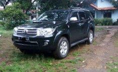 Mobil Toyota Fortuner 2010 G terbaik di Jawa Barat
