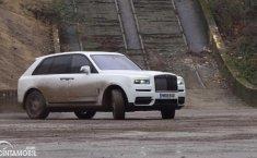 Jangan Salah, Rolls-Royce Cullinan Juga Bisa Drifting Loh