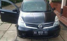 Mobil Nissan Grand Livina 2011 terbaik di Jawa Tengah