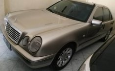 DIY Yogyakarta, Dijual mobil Mercedes-Benz 230E 2.3 Manual 1998 bekas