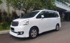 Mobil Toyota NAV1 2013 V terbaik di Jawa Barat