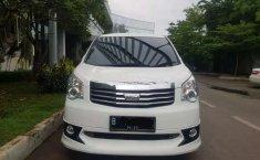 Mobil Toyota NAV1 2013 V terbaik di DKI Jakarta