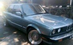 Dijual mobil BMW 3 Series 318i E30 M10 1986 di Depok