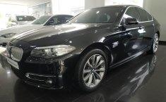 Dijual cepat BMW 5 Series 520i Modern 2015, DKI Jakarta