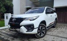 Dijual cepat Toyota Fortuner VRZ TRD AT 2018 terbaik di Bekasi