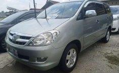 Mobil Toyota Kijang Innova 2004 2.0 G dijual, Riau
