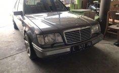 Jawa Timur, Mercedes-Benz E-Class E 300 1991 kondisi terawat