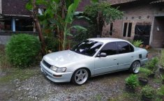 Mobil Toyota Corolla 1995 terbaik di Jawa Tengah