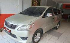 Dijual cepat Toyota Kijang Innova E MT 2011, DKI Jakarta