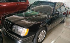 Dijual Cepat Mercedes-Benz E-Class E 220 1994 di Jawa Tengah