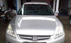 Jual Mobil Bekas Honda Accord VTi 2004 di Bekasi