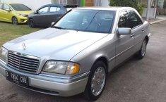 Mobil Mercedes-Benz C-Class 1997 230 terbaik di Banten