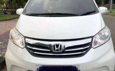 Mobil Honda Freed 2013 E terbaik di Jawa Timur