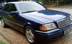 Mobil Mercedes-Benz C-Class 1995 C200 dijual, Banten