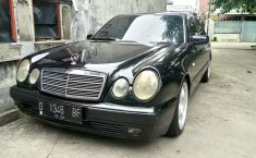 Mobil Mercedes-Benz E-Class 1996 E 230 terbaik di Jawa Barat