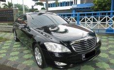 Dijual cepat Mercedes-Benz S-Class S-300 L Automatic 2009, Jawa Timur