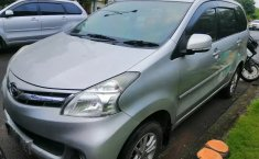 Jual Mobil Bekas Daihatsu Xenia R DLX 2014 di Bekasi
