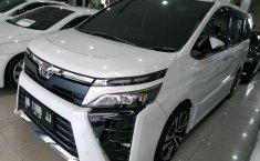 Jual Mobil Bekas Toyota Voxy 2017 di Jawa Tengah