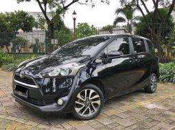 Dijual cepat Toyota Sienta V 2017 A/T Harga Murah, Tangerang Selatan