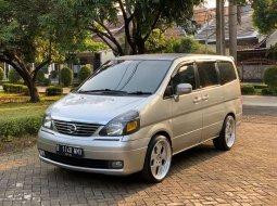 Mobil Nissan Serena 2010 Highway Star terbaik di Jawa Barat