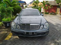 Jual cepat Mercedes-Benz E-Class E 200 2004 di Jawa Timur