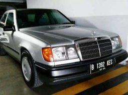 Jual cepat Mercedes-Benz E-Class E 230 1990 di DKI Jakarta