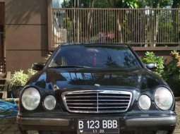 Mobil Mercedes-Benz E-Class 2000 260 dijual, Jawa Barat