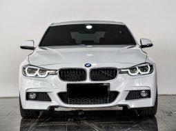 Dijual cepat BMW 3 Series 330i sport 2018 di Depok