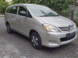 Jawa Timur, jual mobil Toyota Kijang Innova J 2011 dengan harga terjangkau