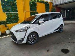 Jual Mobil Toyota Sienta V 2017 Terawat di Bekasi