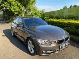 Dijual cepat mobil BMW 3 Series 320i F30 2013 di Bekasi