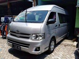 Jawa Timur, Toyota Hiace High Grade Commuter 2013 kondisi terawat