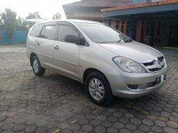 Jual Mobil Toyota Kijang Innova 2.0 V 2004 Terawat di Riau