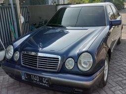 Mobil Mercedes-Benz E-Class 1996 E 230 terbaik di Jawa Timur