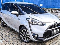 Dijual cepat mobil Toyota Sienta V 2017 di Depok