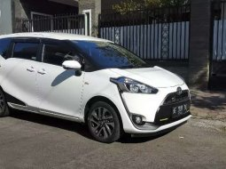 Mobil Toyota Sienta 2017 V dijual, Jawa Timur