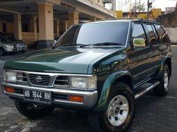 Jual Mobil Bekas Nissan Terrano Spirit Manual 2001 di DIY Yogyakarta