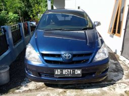 DIY Yogyakarta, Toyota Kijang Innova 2.0 G 2004 kondisi terawat