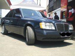 Dijual mobil Mercedes-Benz 230E W124 2.3 Automatic 1988 di Bekasi