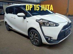 Jual Mobil Toyota Sienta V 2017 DP 15JT di Bekasi