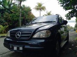 Jual Mobil Bekas Mercedes-Benz M-Class ML 320 2000 di Depok