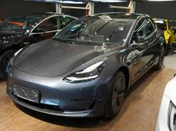 Brand New 2020 Tesla Model 3 Standard Range Plus Silver on Black