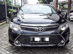 Jual Mobil Toyota Camry V 2016 di Depok