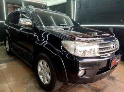 Dijual cepat mobil Toyota Fortuner 2.5 G Matic 2010 Hitam di DKI Jakarta