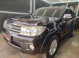 Dijual Mobil Toyota Fortuner 2.5 G Matic 2010 Hitam di DKI Jakarta